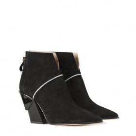 Varnish heel ankle boots