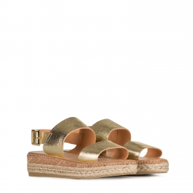 Sandals in gold