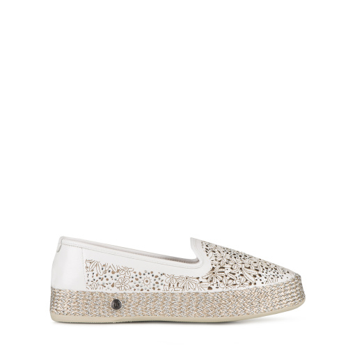 Flat shoes with perforations